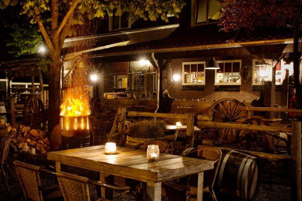 Met de dinerbon eten bij leuke broeders - Overdekt terras voor restaurant ...